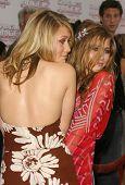 LOS ANGELES - JUN 18: Ashley Olsen, Mary-Kate Olsen at the premiere of 'Charlie's Angels: Full Throttle' on June 18, 2003 in Los Angeles, California