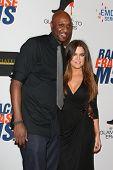 LOS ANGELES - 18 de mayo: Khloe Kardashian, Lamar Odom en la carrera anual de 19 a borrar MS gala celebrada en
