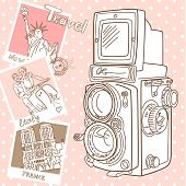 Viajar com sua câmera vintage. Instantâneos de diferentes países e velha TLR câmera em uma madeira bac