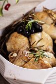 Chicken baked with grapes and rosemary