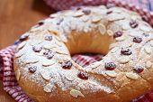 Fruit wreath bread
