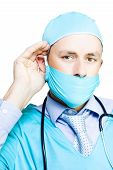 Médico em causa ouvir preocupações do pacientes