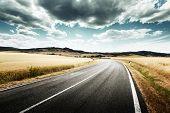 carretera asfaltada en Toscana, Italia