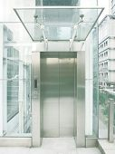 Outdoor transparent elevator