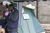 besetzen Exeter Aktivist bereitet Ballons