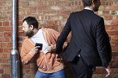 Pickpocket roubar uma carteira de Mello