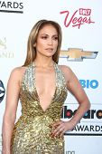 LOS ANGELES -  MAY 19:  Jennifer Lopez arrives at the Billboard Music Awards 2013 at the MGM Grand G