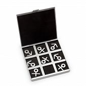 symbols of masculine and feminine play tic tac toe
