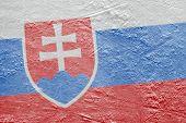Slowakische Flagge auf dem Eis