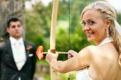 Schießen sich ein Bräutigam Braut