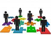 Simbolizam questões de recursos humanos e outras questões de pessoas e soluções, com pessoas de símbolo na quebra