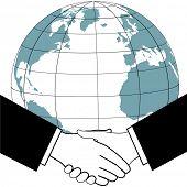 Ost trifft west wie geschäftliche oder politische Führer ein globales Abkommen mit einer internationalen Handschlag besiegeln.