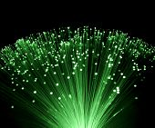 Fondo de tecnología, manojo de óptica de fibra verde rojo