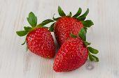 Tres fresas frescas