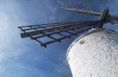 voorgrond van de bladen van een traditionele windmolen in Consuegra, Toledo, Castilla La Mancha, Spanje