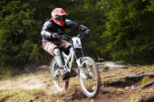 Mountainbiker auf downhill rce