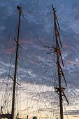 Mast with ropes