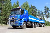 Blue Sisu 18E630 Heavy Duty Truck
