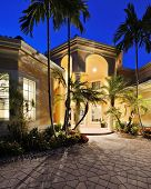 foto of mansion  - Mansion entrance in a tropical location - JPG