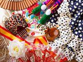 Espana típica de España con castañuelas fan Rosa peine torero y vestido de flamenco