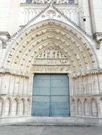 picture of poitiers  - Church door at the Cathedrale Saint Pierre in Poitiers France - JPG