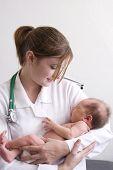 Médico com bebê