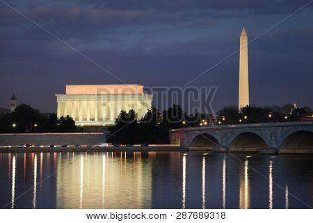 Washington DC at night Lincoln