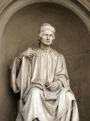 Estatua del famoso arquitecto Arnolfo di Cambio-Florencia