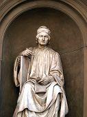 Estatua del famoso arquitecto Arnolfo di Cambio-Florencia.