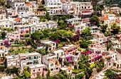 Vista de Positano. Positano es un pueblito pintoresco en la famosa costa de Amalfi en Campania, Italia