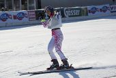 LIENZ, AUSTRIA 28 December 2009. Lindsey Vonn (USA) ski's  with her arm in a sling after crashing ou