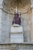 Statue of Roma