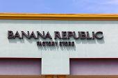 Banana Repulic Store Exterior