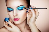 Постер, плакат: Makeup Artist Applies Eye Shadow