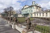 foto of manor  - 29 lions near the manor Kushelev - JPG