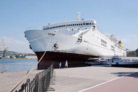 foto of passenger ship  - The image of a passenger ship - JPG