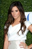 Los Angeles jul 28: Ashley Tisdale kommt in der 2010-Cbs, cw, Showtime Sommer Press Tour Pa