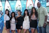 LOS ANGELES - 8 de AUG: Kendall Jenner, Kourtney & Kim Kardashian, Kylie Jenner, Khloe Kardashian & L