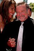 LOS ANGELES - AUG 21: Susan Schneider & Robin WIlliams kommt zu den 2010 kreative Primetime Emmy