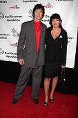 LOS ANGELES - 9 de outubro: Ronn Moss, Devin DeVasquez chega a benefi