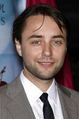 LOS ANGELES - NOV 7:  Vincent Kartheiser arrives at the 2010 Freedom Awards  at Redondo Beach Perfor