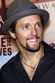 LOS ANGELES - NOV 7:  Jason Mraz arrives at the 2010 Freedom Awards  at Redondo Beach Performing Art
