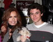 LOS ANGELES - NOV 20: Tracey Bregman, Landon Recht bei der Connected Celebrity Geschenk Suite feierte