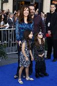 LOS ANGELES - 23 de JAN: Maria Canals Barrera y familia llega a la Premier de