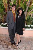 LOS ANGELES - 20 de FEB: Ronn Moss, Devin DeVasquez llega a los católicos de 2011 en los medios de comunicación asociados