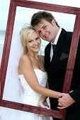 Boda hermosa pareja con marco