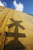 Sombra de sinal de travessia ferrovia