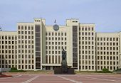 foto of lenin  - Parliament building and Lenin statue on the Independence square in Minsk - JPG