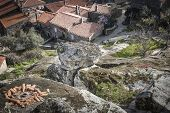 picture of stone house  - large stones and rustic houses  - JPG