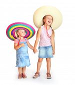 Постер, плакат: Little girls in mexican sombrero have a fun